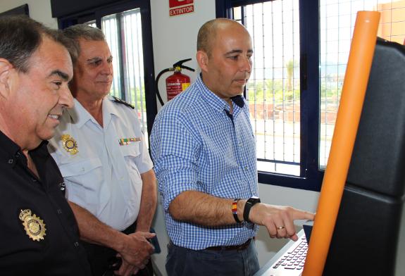 Hu rcal overa suma un servicio m s con la oficina del dni y pasaportes ayuntamiento de hu rcal - Oficina policia nacional ...